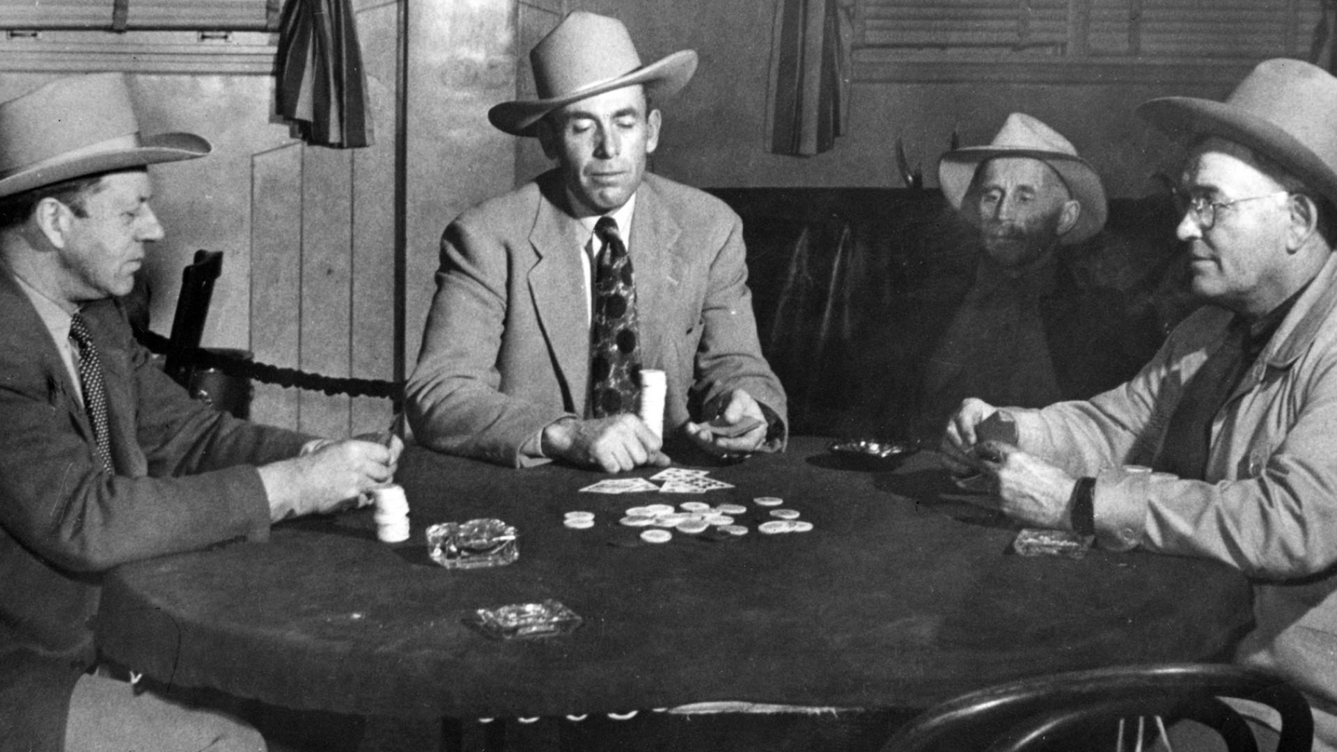historiy-poker_table__hero