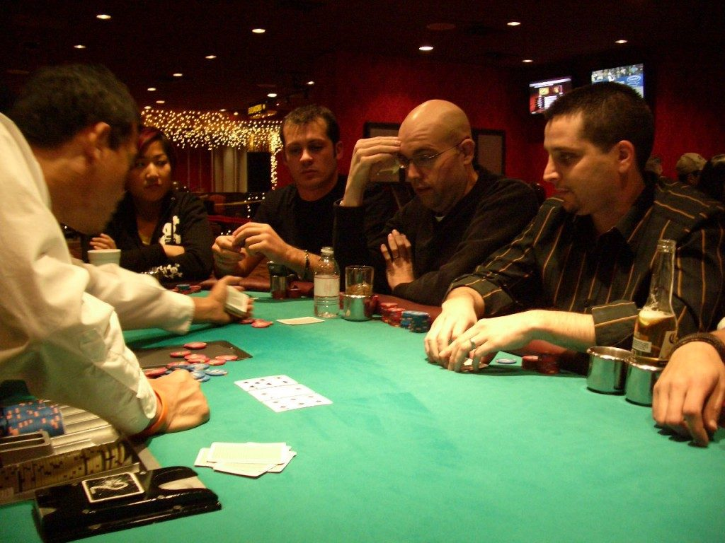 poker-tournament-with-poker-players1-1024x768