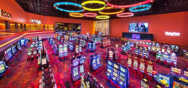 Во Флориде в одном из казино, две женщины-клофелинчицы подпоили и потом ограбили игрока