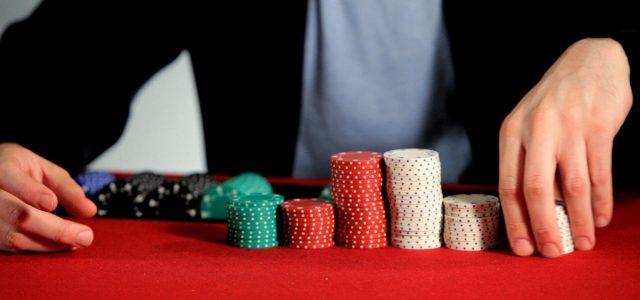 Во всех казино города Макао падение бизнеса на 97%
