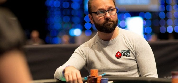 Два покерных про сразились за одним столом
